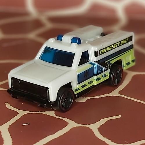 HW Rapid Responder White/Weiß of/von HW RESCUE 6/10 from Year 2019 123/250 HotWheels 1/64 by Mattel Toys
