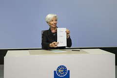 New signature for euro banknotes (European Central Bank) Tags: 11 2019 christinelagarde ecb europeancentralbank signingbanknotes banknotes eurobanknotes euro