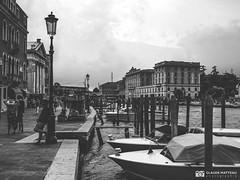 190703-079 Venise (clamato39) Tags: olympus venise italie italy europe voyage trip canal eau water boat bateau ciel sky blackandwhite bw monochrome noiretblanc