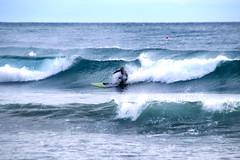 Tipica isola pedonale ligure (meghimeg) Tags: 2019 imperia mare sea onve waves man uomo surf schizzi gocce drops boa cielo sky azzurro blu blue