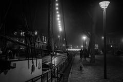 Groningen by night (Rien van Voorst) Tags: streetphotography straatfotografie strasenfotografie fotografíacallejera photographiederue fotografiadistrada monochrome city urban highcontrast nederland thenetherlands