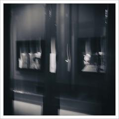 Street Paris #10 (Panafloma) Tags: 2019 fr famille france géographie nadine nadinebauduin natureetpaysages objetselémentsettextures paris personnes refletsmiroir techniquephoto textureseffets végétaux monochrome photoderue province streetphoto streetphotography vitres vitrine