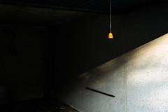 DSC09071 (Starkregenereignis) Tags: minimal simple einfach garage orange schatten shadow