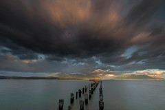 LUCES EN PUERTO VIEJO / PUERTO NATALES (Joan González_Miratges) Tags: patagonia paisajenaturaleza paisaje chile últimasluces lucesatardecer colores