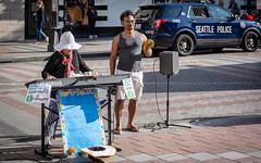 Seattle Street Musicians (Bela Lindtner) Tags: seattle washington unitedstatesofamerica lindtnerbéla belalindtner nikon d7100 nikond7100 nikkor 18140 nikkor18140 nikon18140 usa street musicians people outdoor outside colours vehicle music