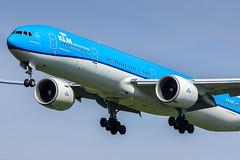AMS - Boeing 777-306ER (PH-BVP) KLM (Shooting Flight) Tags: aéropassion airport aircraft airlines aéroport aviation avions atterrissage approche approach boeing 777 777306er b777 b777306er photography photos passage landing klm royaldutchairlines canon natw triple7 ams amsterdam amsterdamschiphol phbvp msn44555