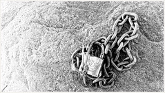 Lock and Chain on Sydkoster (Rex Block) Tags: lg g8 thinq mobile cell sverige kostet sydkoster sweden autumn coast rock stone lock chain monochrome bw ekkidee