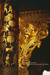 Luang Phrabang, Wat Xieng Thong, golden arch detail (blauepics) Tags: southeast asia südostasien laos lao luang prabang phrabang city stadt wat xieng thong gold temple tempel buddhism buddhismus religion history geschichte unesco world heritage site weltkulturerbe wood carving holz holzschnitzerei ramayana glänzend shiny arch bogen detail