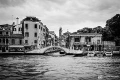190703-226 Venise (clamato39) Tags: olympus venise italie italy canal eau water ville city urban urbain europe ciel sky clouds nuages voyage trip blackandwhite bw monochrome noiretblanc