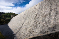 overflow (Phil-Gregory) Tags: nikon naturalphotography tokina1120mmatx tokina water wideangle derbyshire dam derwent waterscape scenicsnotjustlandscapes peakdistrict peakdistrictderbyshire