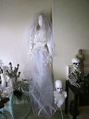 White bride (ok2la) Tags: 20191127130317 spooky creepy dead bride death decomposed cemetary grave graveyard halloween veil faceless tomb walker prop figure enchantedwireworks