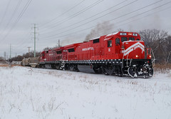 MNNR 85- Fresh paint, fresh snow (Khang Lu) Tags: mnnr minnesota commercial ge b398e lmx fridley mn end line railroad 85 locomotive train belt job fresh paint new