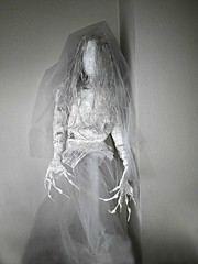 White bride (ok2la) Tags: 20191127130304 white bride dead death creepy spooky halloween grave graveyard cemetary tomb walker ghoul here comet he ghouls enchanted wireworks etsy figure faceless veil prop
