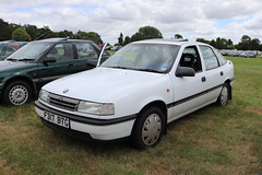 Vauxhall Cavalier GL 2.0i F317BTG (Andrew 2.8i) Tags: festival unexceptional buckinghamshire middle claydon meet show coche voitures voiture autos auto cars euro european europe british hatch hatchback gm motors general vectra opel 2000gl 2000 20 20i gl 20gl 20igl gl20 mark 3 iii mk mk3 cavalier vauxhall f317btg