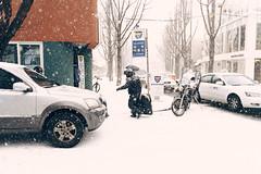 1228/1713 (june1777) Tags: snap street alley seoul light canon eos 5d nikon nikkor 28mm f28 ais 28mmf28ais 100 clear snow bukchon samcheongdong