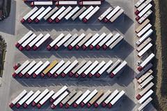 Perfect Parking Lots (Aerial Photography) Tags: by dgf ndb 23112019 5sr78613 bavaria bayern braun deutschland farbe fotoklausleidorfwwwleidorfde fotoklausleidorfwwwleidorfaerialcom germany grafik grau lkw lkwparkplatz lastkraftwagen lastwagen logistik luftaufnahme luftbild niederviehbach p2 parken parkplatz reihen rot rothhaus spedition verkehr weis aerial brown color colour graphicart graphics grey logistics lorry outdoor red rows traffic truck white niederviehbachlkrdingolfing bayernbavaria deutschlandgermany