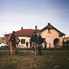 Körösfeketető railway station (Boldizsár Nádi) Tags: color 120 120film film celluloid pentacon six tl carl zeiss jena mediumformat medium format grain squareformat 6x6 nc analog analogue analogphotography analogphotohrapher filmphotography filmgrain argentique vintage noise p6 körösfeketetó párcium sky cloudy fuji fujifilm superia 100 expired portrait biometar 80mm f28 2880 railway station romania people