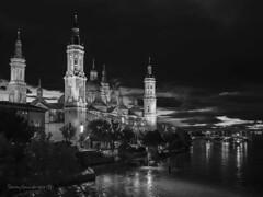 Basílica de El Pilar (tonygimenez) Tags: basílicadelpilar catedral olympus markiii omd10 zaragoza aragón río ebro nocturna noche city 17mm