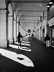 ARCHED BEAUTY II (bhs-photo) Tags: bnw noiretblanc schwarzweis monochrome street nice nizza leica leicaq lightandshadows