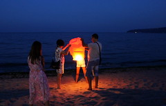 Make A Wish (JULIANA LEFTEROVA) Tags: eveninglight evening sea family paperlantern beach onthebeach bluehour varnabulgaria bythesea summertime summerevening