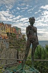 Manarola (pierre.chanteloze) Tags: couleur italie ciel nuages statue art