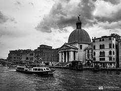 190703-143 Venise (clamato39) Tags: venise italie italy europe voyage trip ville city eau water canal ciel sky clouds nuages blackandwhite bw monochrome noiretblanc samsung