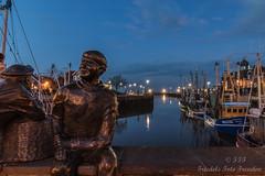 Hein und Fiete am Hafen (Friedels Foto Freuden) Tags: canond80 neuharlingersiel nachtaufnahme blendensterne blauestunde hafen schiffe