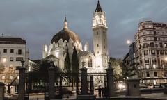 Calle Alcalá, 83, Madrid. (Lea Ruiz Donoso) Tags: madrid españa spain iglesia church sanmanuelysanbenito alcala street noche night nocturna nocturnal nikon horaazul