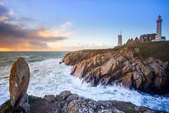 Fin de journée à la Pointe Saint-Mathieu. (Le Beux Pascal) Tags: phare abbaye sémaphore rochers ciel nuages mer pointesaintmathieu bretagne finistère