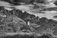 La torre (*efejota*) Tags: desaturado torrre pueblo monte
