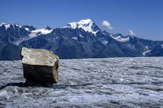 Sul glacier d'Orny con vista sul Grand Combin (giorgiorodano46) Tags: agosto1986 august 1986 giorgiorodano vallese valais wallis alps alpi alpes alpen alpipennine alpesvalaisannes ghiacciaio glacier orny grandcombin svizzera alpisvizzere suisse suisseromande schweiz switzerland swissalps