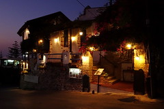 Restaurant by night (Steenjep) Tags: holiday ferie kreta crete greece grækenland urlaub platanias aften evening nat night lys light sunset solnedgang street streetlife road vej gade byliv