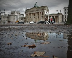 Brandenburg Gate (roomman) Tags: 2019 germany berlin capital city town hauptstadt centre walk walking tour mitte new east west modern old history historic brandenburg gate tor brandenburger pariser platz