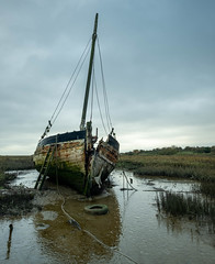 Essex Leigh on Sea. (daveknight1946) Tags: essex leighonsea boat sailingboat saltmarsh derelict mud creek