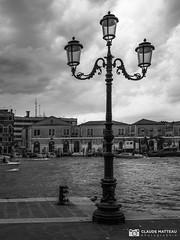190703-188 Venise (clamato39) Tags: olympus venise italie italy europe canal eau water ville city urban urbain ciel sky clouds nuages noiretblanc blackandwhite bw monochrome