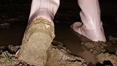 Midinight in Pink (essex_mud_explorer) Tags: pink hunter rubber wellington boots hunterboots rubberboots wellingtonboots wellies welly wellingtons gumboots rainboots gummistiefel rubberlaarzen bottes stivali caoutchouc gummi madeinscotland vintage mud muddy