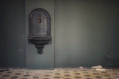 oasis (robert.freitag) Tags: nikon nikond7200 sigma sigma1770 beelitzheilstätten abandoned decay lostplaces wall wand nowater keinwasser dry trocken watertap wasserhahn sink becken