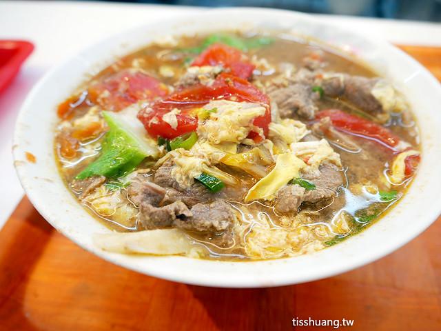 合歡刀削麵是南門市場熱門排隊美食,我真的很愛它現煮的湯頭超級好吃,排隊也值得