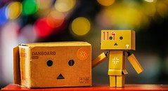 Danbo With His Box - 7779 (✵ΨᗩSᗰIᘉᗴ HᗴᘉS✵84 000 000 THXS) Tags: box danbo danboard macro bokeh lookingcloseonfriday friday belgium europa aaa namuroise look photo friends be yasminehens interest eu fr party greatphotographers lanamuroise flickering sony sonyilce7 sonyrx10m3