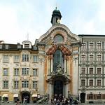76 Церковь св Иоанна Непомуцкого (Азам кирхе) с домом братьев Азам 1733-46. Мюнхен