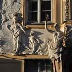76b Азам кирхе. Скульптура фасада церковного дома