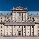 53 Стиль эререско. Хуан де Эрера. Гл. фасад дворца Эскориал, 1653-84. Испания