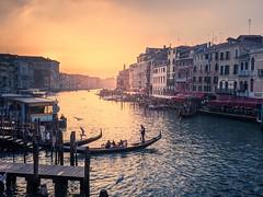Gran canal, Venecia (ancoay) Tags: venecia italia canal agua gondola sunset sunrise