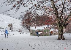 Egiriñaotik gurutzerantz (Jabi Artaraz) Tags: elurra egiriñao gorbeia aterpea refugio juventus otoño invierno