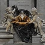 02e Деталь интерьера собора - чаша для св. воды