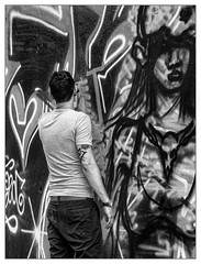L'esquisse... (francis_bellin) Tags: 2018 noiretblancphoto blackandwhite streetphoto septembre street netb photoderue graf photographie artistederue graffeur peinture blackandwhitephoto monochrome noiretblanc photographederue streetphotographie barcelone photographierlarue bw ville photographe artdanslarue espagne