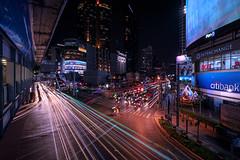 Bangkok Sukhumvit (Tofubratwurst) Tags: bangkok sukhumvit tofubratwurst architektur city neonsign leuchtreklame lightsofthecity lichterdergrosstadt bigcity thailand megacity asia asien sonyalpha7rm2 sonyfe1635mmf4zaoss langzeitbelichtung longexposure terminal21 skytrain btsskytrain bts watthana sukhumvitroad shoppingmall