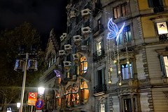 Everytime I pass by (Fnikos) Tags: city street road carrer building architecture modernism modernismo decor decoration column wall window balcony color colour colores colours colors tree nature light dark shadow shadows casabatlló night nightview nightshot gaudí barcelona people outside outdoor