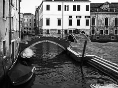 190703-180 Venise (clamato39) Tags: olympus venise italie italy europe voyage trip canal eau water urban urbain ville city blackandwhite bw monochrome noiretblanc