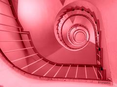 Ich habe ein Herz für Treppen (petra.foto busy busy busy) Tags: redstair stairs treppenhaus herz treppenherz treppenauge vonunten red rot architektur fotopetra